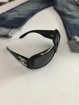 Chanel Klassiker schwarze Sonnenbrille Logo groß CC