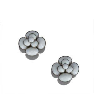 Chanel Pendiente blanco metal