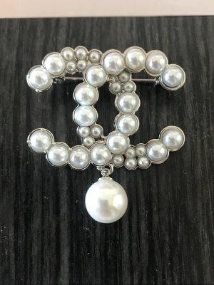 Chanel Perlen Brosche