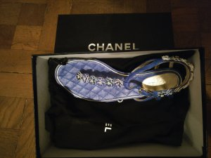 Chanel Toe-Post sandals blue
