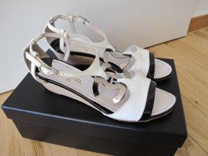 Chanel Sandalen Sandaletten 37 Lackleder Schwarz Weiß 100% Original Logo