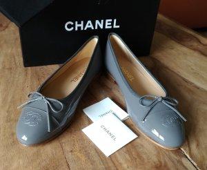 Chanel Ballerines en cuir verni gris ardoise