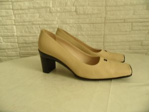 Chanel Pumps gold-colored-black leather