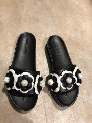 Chanel Slipper Schlappen Schuhe schwarz Camelia 37