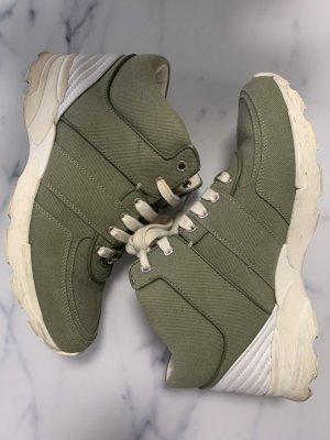 Chanel Sneakers khaki