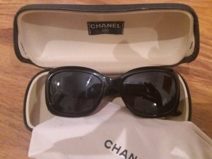 Chanel Round Sunglasses black