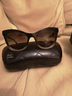 Chanel Occhiale a farfalla nero-bianco