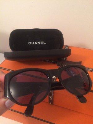 CHANEL Sonnenbrille und Etui