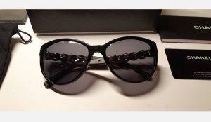 Chanel Occhiale da sole ovale nero-bordeaux