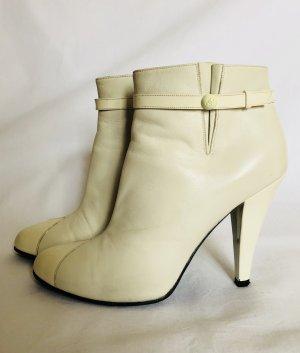 Chanel Stiefeletten in Glatt- und Lackleder
