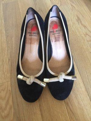 Chanel-Style Schwarze-beige Stoff-Pumps mit modischem Knoten