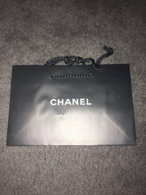 Chanel Bolso folclórico blanco-negro