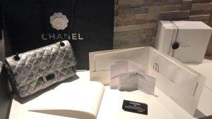 Chanel Timeless 2.55 / schwarz Silber grau wie neu