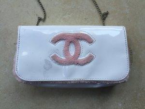 CHANEL VIP Gift Handtasche Lack und Frottee