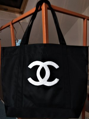 Chanel Shopper black-white