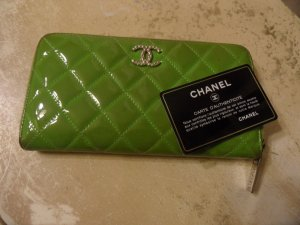CHANEL Yellow Green Patent Wallet Geldbörse Grün