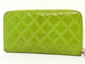 CHANEL Yellow Green Patent Wallet Geldbörse Grün