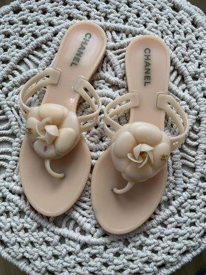 Chanel Sandalo toe-post crema