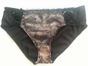 Bottom cream-black lace