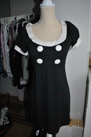 Charlotte Russe Schwarzes Kleid mit weißen Knöpfen