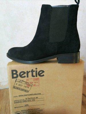Bertie Chelsea Boots black