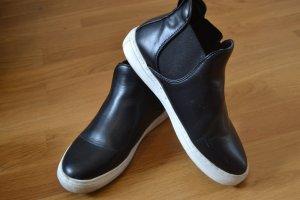 Chelsea Boots Gr. 37 in schwarz mit weißer Sohle