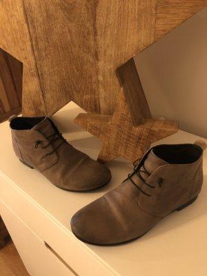 Chelsea Boots in grau