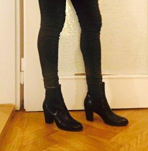 Chelsea Boots in schwarzem Leder
