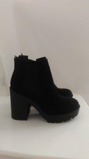 Chelsea-Boots mit hohem Blockabsatz