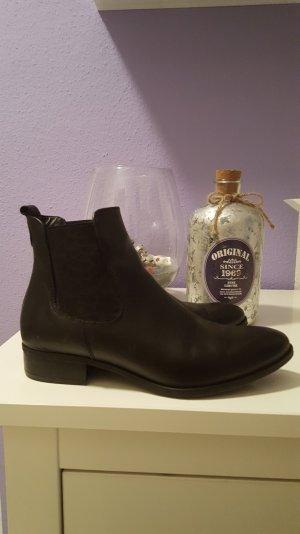 Chelsea boots von tamaris in schwarz
