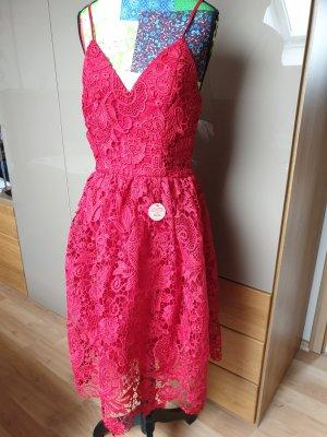 Chi Chi London Vestido de encaje rojo-rojo ladrillo