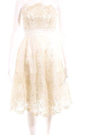 Chi Chi London schulterfreies Kleid weiß-goldfarben Ornamentenmuster Elegant