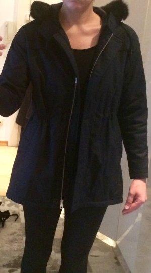 Chicer Parker in dunkelblau mit Kapuze (mit Fellbesatz)