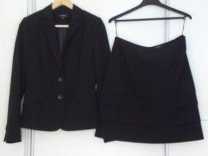 Comma Costume business noir