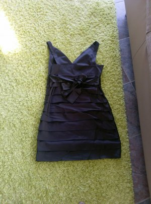 Chices Abendkleid aus Satin-Stoff