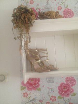 Chicke bequeme Sandalen zu verkaufen!