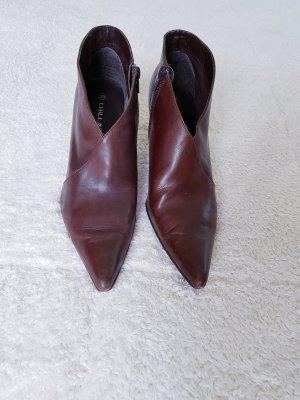Chaussure à talons carrés brun