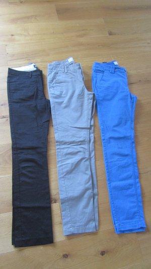 Chino Hosen in Schwarz, grau und blau