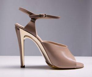 Chloé Sandalo con cinturino beige