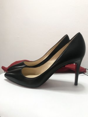 Christian lauboutin leather pump