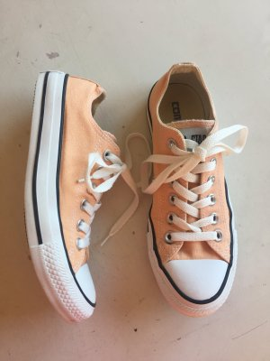 Chucks in Apricot  farbend