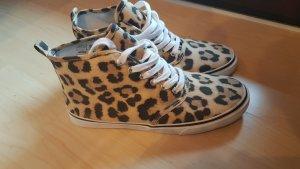 Chucks Leopard