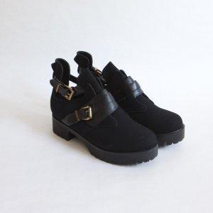 Chunky Flatform Boots in Schwarz mit Schnallen