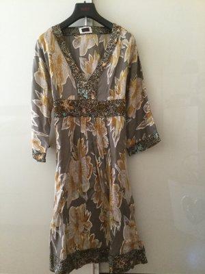 Cinque bequemes Kleid mit V-Ausschnitt in Größe 38