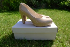 Clarks Pumps in Nude