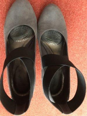 Clarks Sandaletten Keilabsatz Veloursleder grau