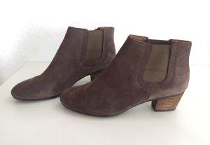 Clarks Stiefeletten graubraun Gr. 39 grau braun Wildleder Leder Echtleder Ankle Boots Chelsea Boots Blockabsatz Stiefel