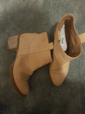 Clarks Ankle Boots sand brown