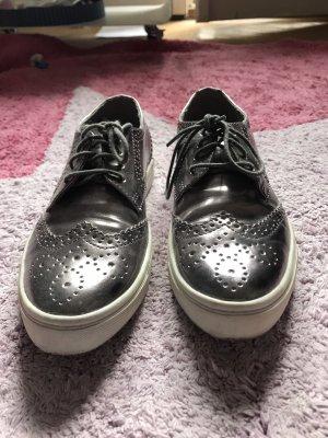 Classy old school sneakers