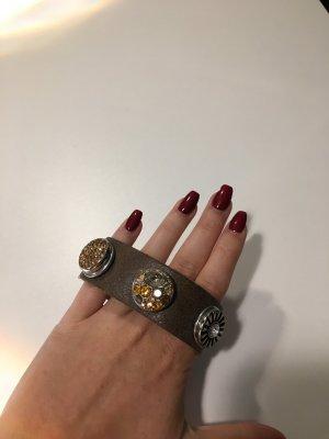 Click Button Armband